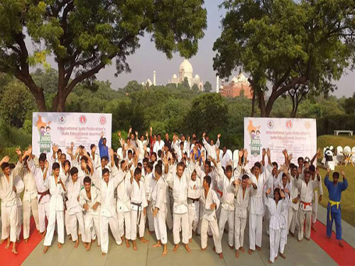 Judokas with JFI President at Agra during closing of Education Journey